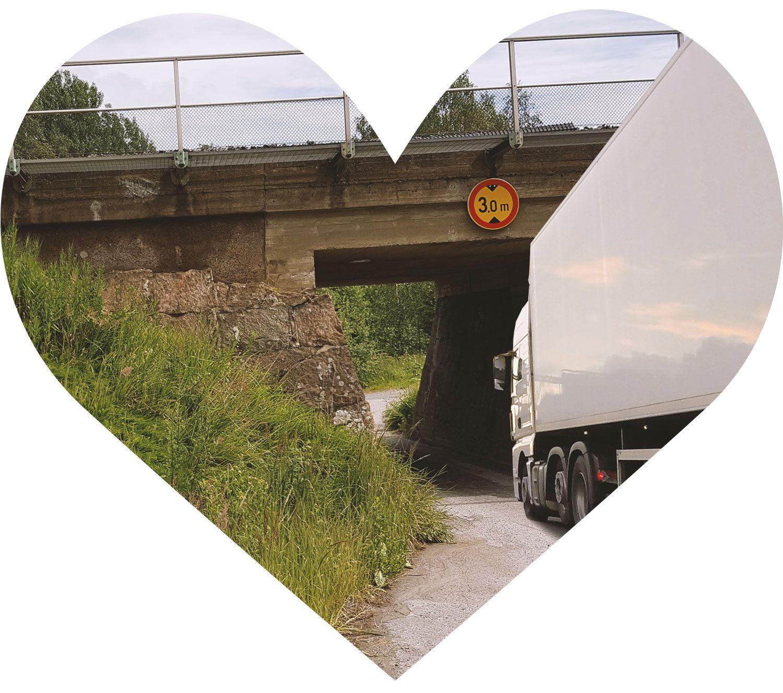 KILPAILU: Valokuvaa Suomen ärsyttävin korkeusrajoitettu sillan alikulku